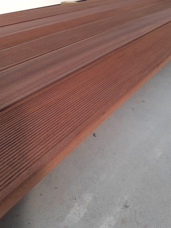 Deck sapelli